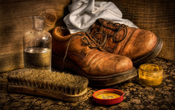 Old shoes 40 Cool Examples of Still Life Photography