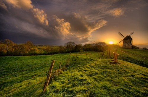 Windmill against thunderstorm 500x328 50 Inspiring Windmill Pictures