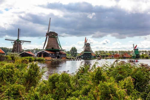 holland Windmills 500x333 50 Inspiring Windmill Pictures
