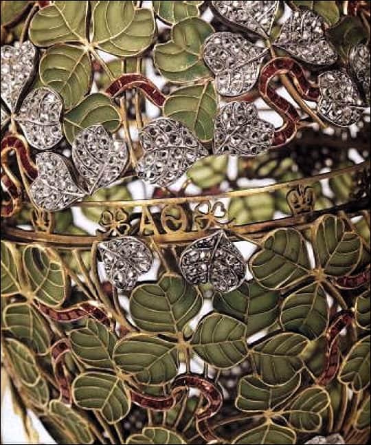 1902 Clover Leaf Egg